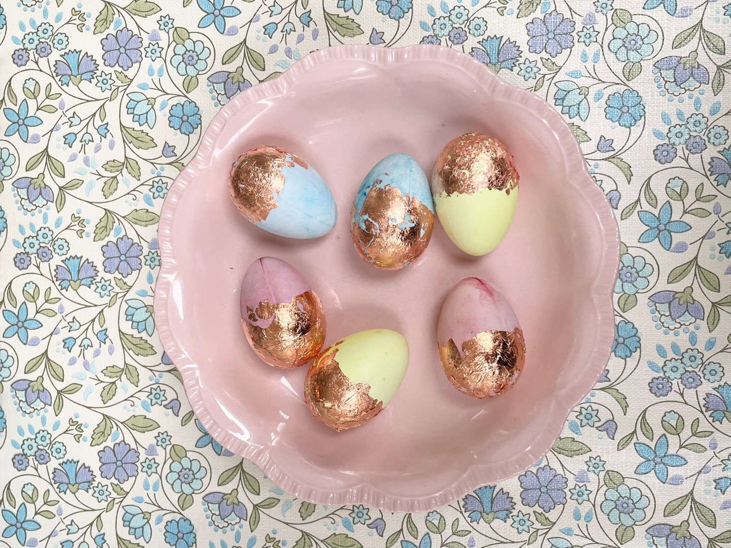 How To Make Pastel Coloured Copper Leaf Easter Eggs