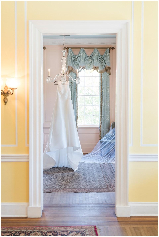 Lowndes Grove Outdoor Charleston Wedding_0005.jpg