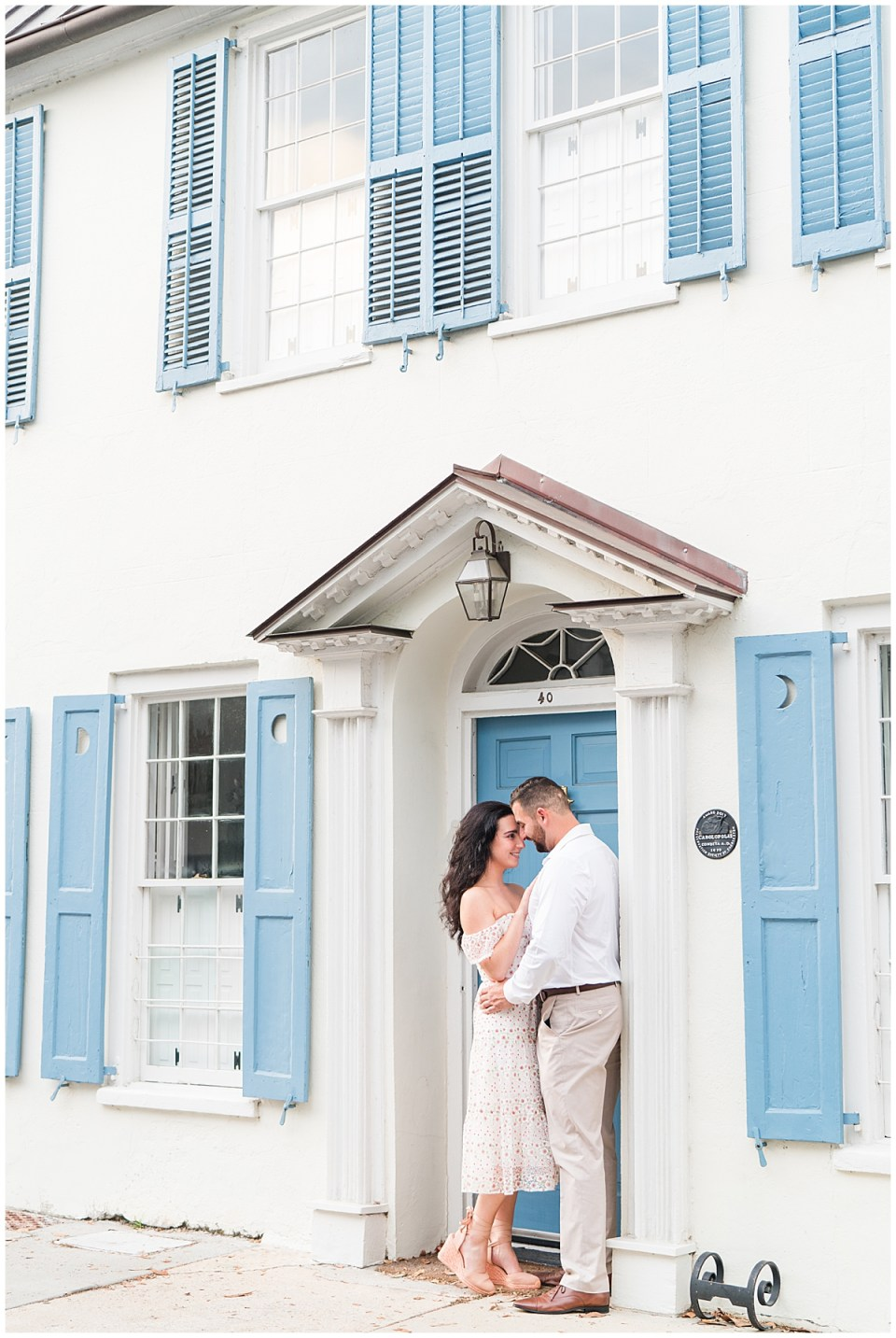 Outdoor Downtown Charleston Engagement Session_0016.jpg