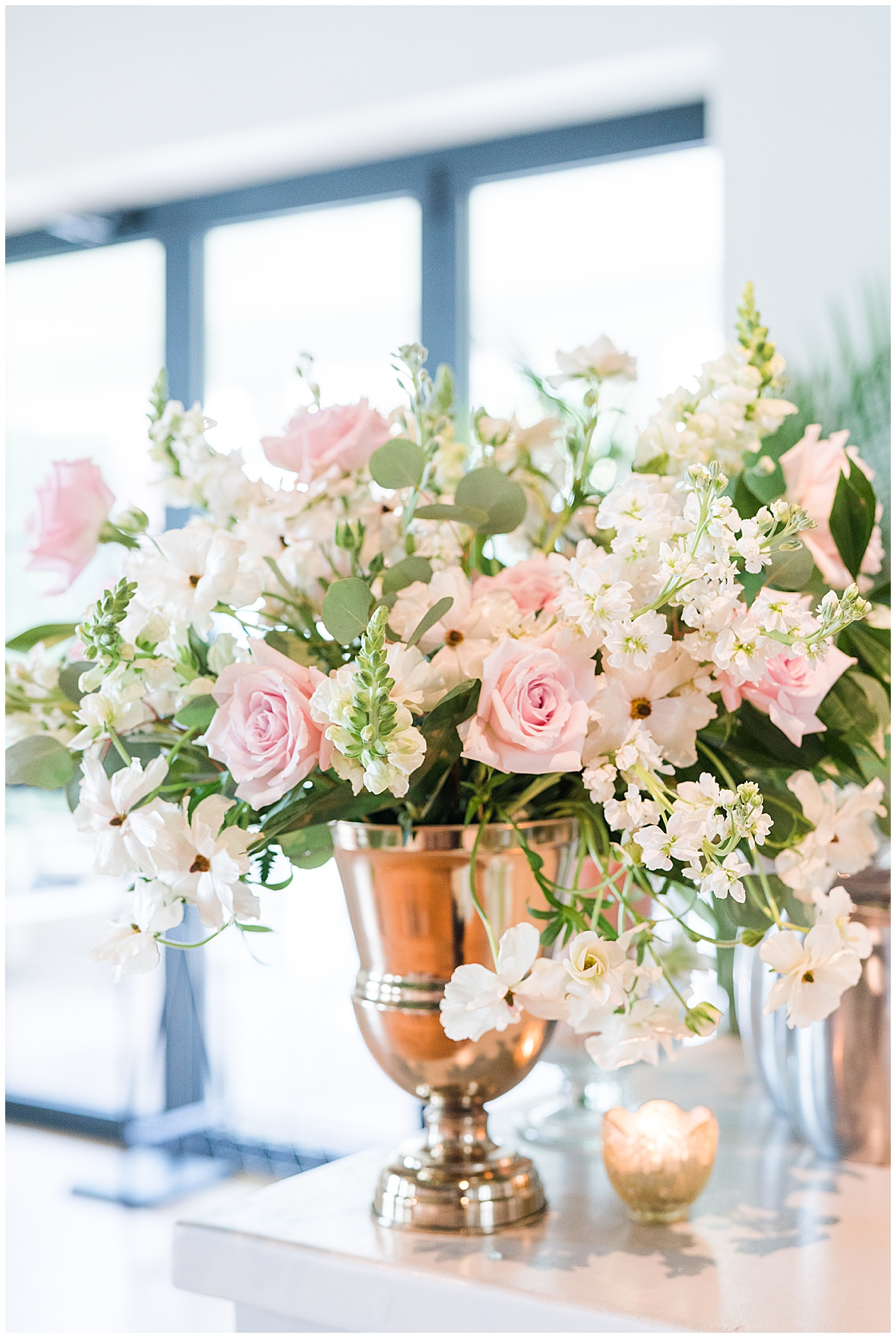 centerpiece with pink florals and ivory flowers