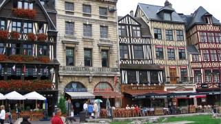 Place du Vieux-Marché. Source: http://groupegueret.fr/wp-content/blogs.dir/59/files/2014/08/place-vieux-marche-rouen.jpg