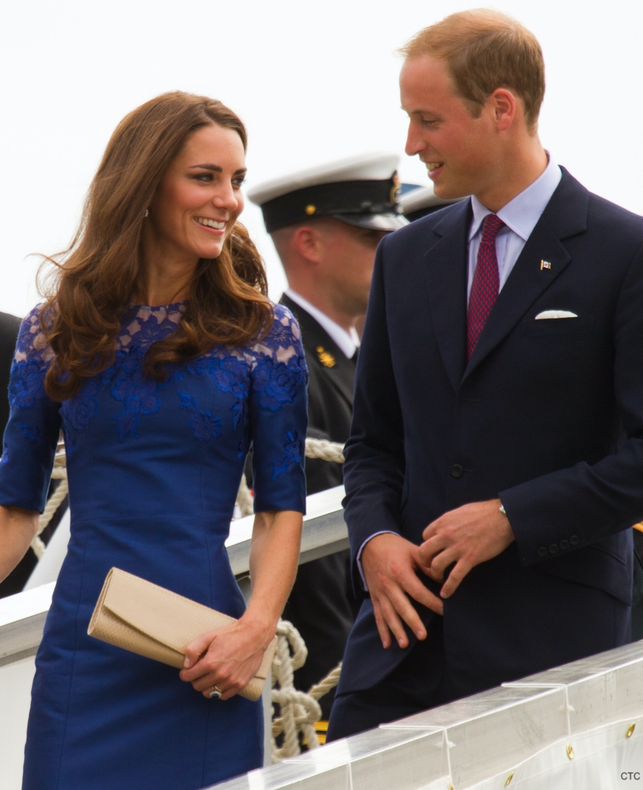 Kate Middleton visits Canada in 2011. She carries the Stuart Weitzman Muse clutch bag in nude