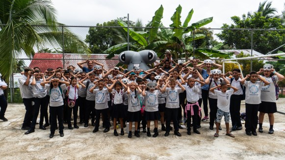 Children-in-Costa-Rica-learn-about-sharks