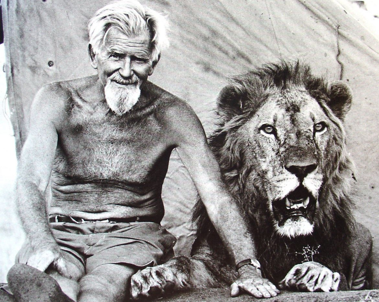George-Adamson-and-lion