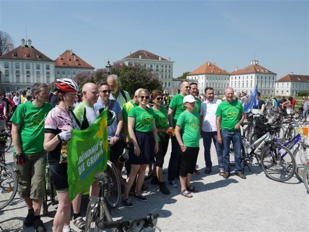 Viele Münchner Grünen trafen sich am Schloss Nymphenburg   Fotograf Adalbert Leuner