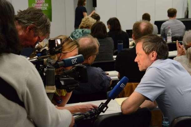 Die Presse war natürlich vor Ort und hat grüne Promis wie die Basis zum Programm befragt.