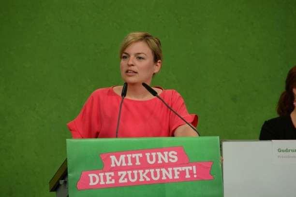 Katharina Schulze bringt ein Kapitel des Wahlprogramm-Entwurfs ein: Nun konnte die Debatte beginnen!
