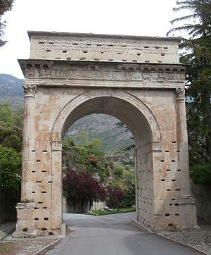 300px-Augustan_Arch,_Susa
