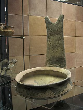 Large_vessel_with_flat_handle,_Sicily,_1500-1200_BC,_AM_Syracuse,_121339