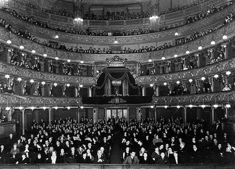 800px-Teatro_Regio_-_sala_8_febbraio_1936