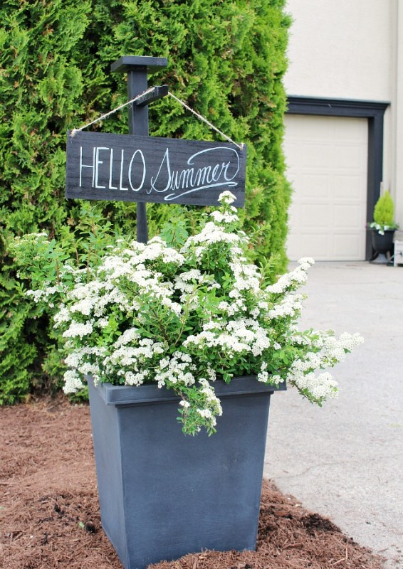 DIY wood Hello Summer sign and holder