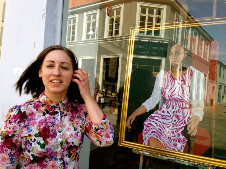 Maria outside the gallery
