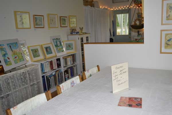 """""""Free Art with $100 purchase"""" Sign on empty free table at Spring Into Art"""