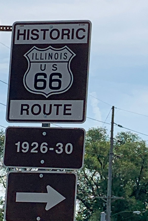 Route 66 along parts of the Great Rivers Road in Illinois