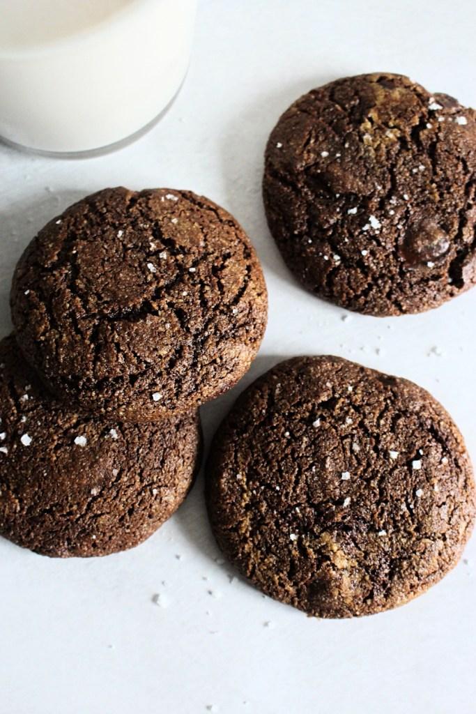 chewy chocolate brownie crinkle cookies