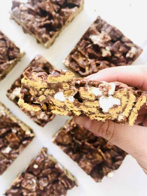 Side view of a cereal s'mores bar to show the different components