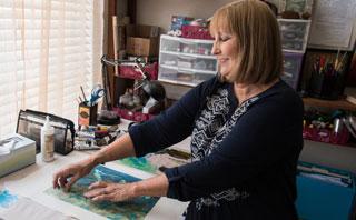 photo of K. Thoma working in studio