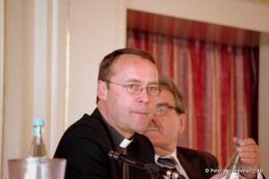 Prof. Wolfgang Spindler moderierte die Veranstaltung.