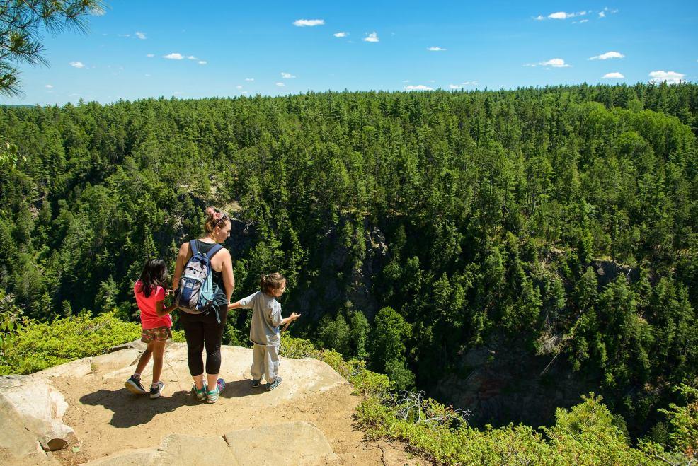 Epic Hikes With Kids - BARRON CANYON TRAIL, photo by Brian Tao #discoverON #exploremore #barroncanyontrail #algonquinpark #getoutside #liveoutdoors #ontarioparks #welivetoexplore #familytravelblogger #hikingwithkids #kidswhohike #hikingmom