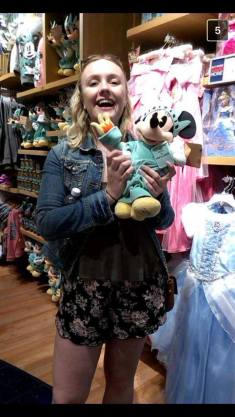Finding and Minnie-Statue hybrid in the Disney Store