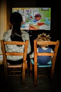 watching-tv-2053384_1920