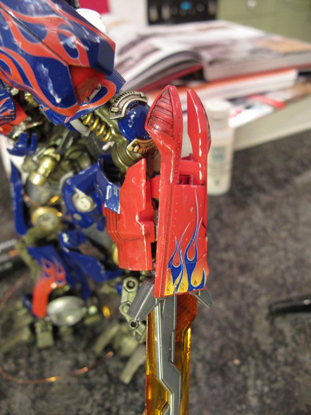 Optimus scratches