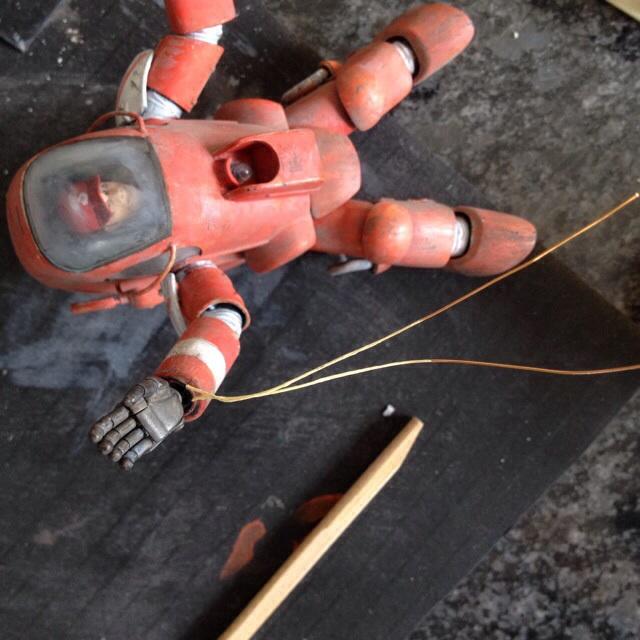 Wire round wrist
