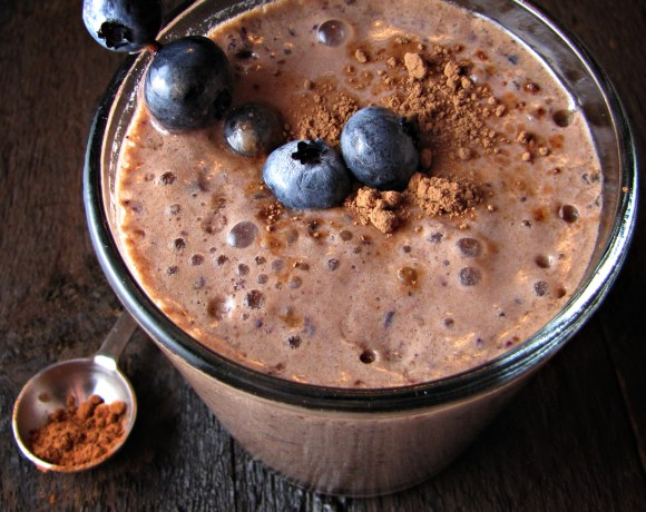 "Greatist Collaboration: Chocolate Blueberry ""Decadence"" Smoothie"