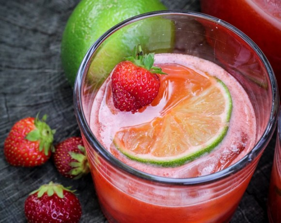 Summer Bucket List // Strawberry-Lime Agua Fresca