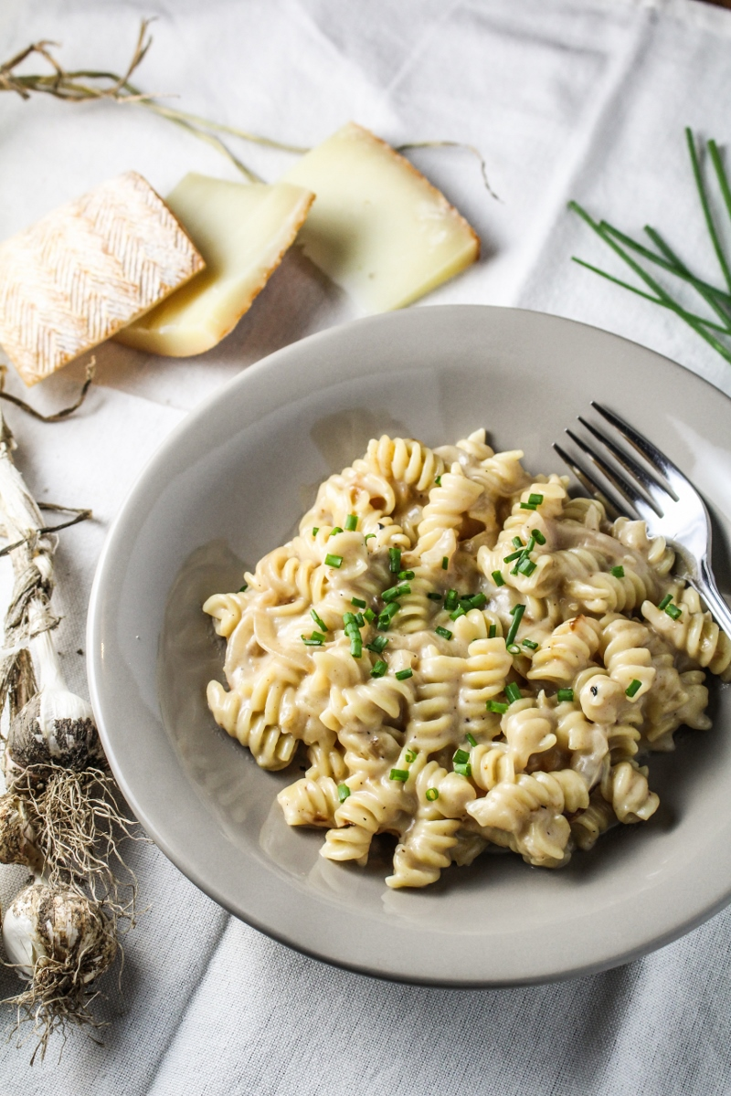 Roasted Garlic and Shallot Macaroni and Cheese {Katie at the Kitchen Door}