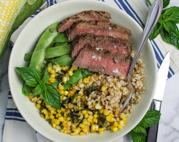 September Fitness Goals: #DailyBowlChallenge // Steak and Elote Corn Bowl