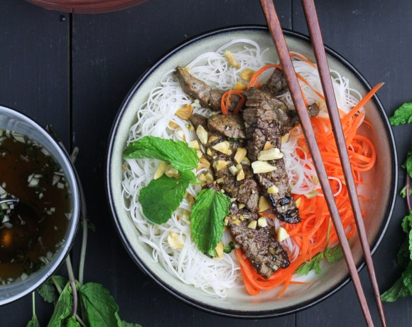 Bún Bò Xào – Vietnamese Rice Noodle Salad with Lemongrass Beef