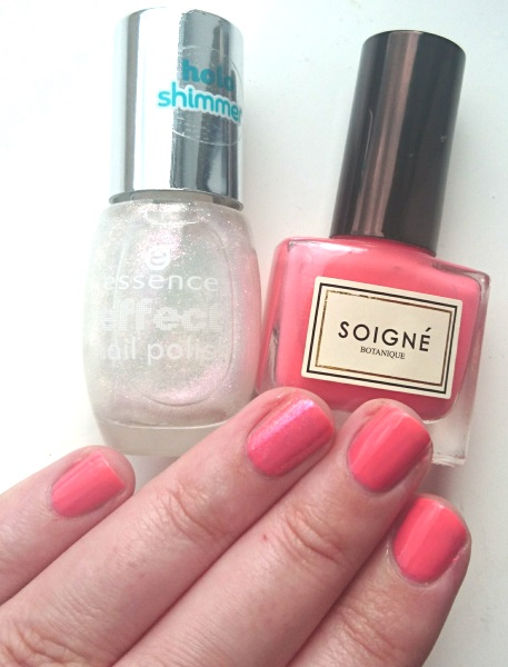 Nails of the day NOTD Soigne Petale De Rose and Essence Holo Shimmer in Pixie Dust swatches