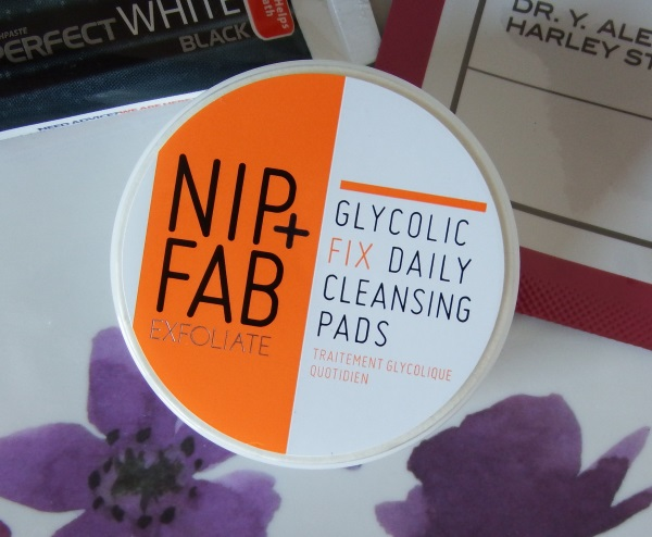 You Beauty August 2016 Review and Unboxing Nip + Fab Glycolic Fix Exfoliating Facial Pads