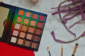 Review   Violet Voss Holy Grail Pro Eyeshadow Palette