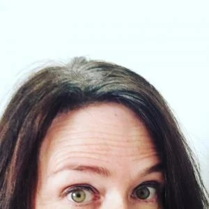 brunette woman gray roots