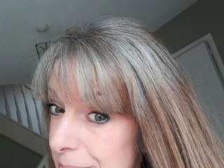 image woman gray roots reddish ends