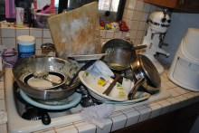 stack-dirty-dishes