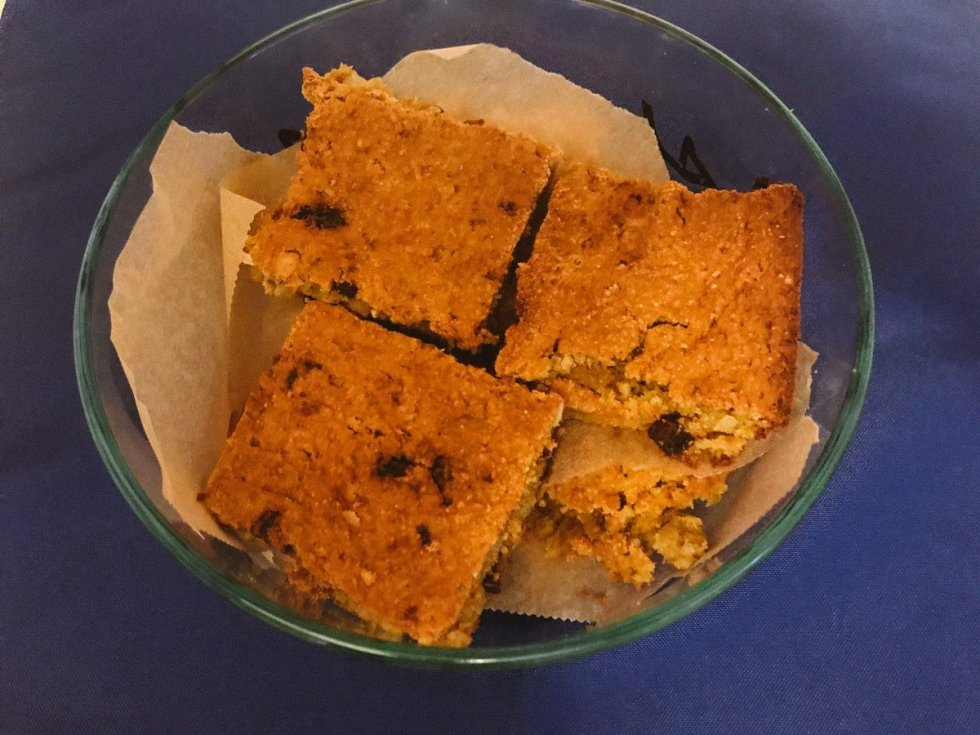 Breakfast Bars in Tuperware