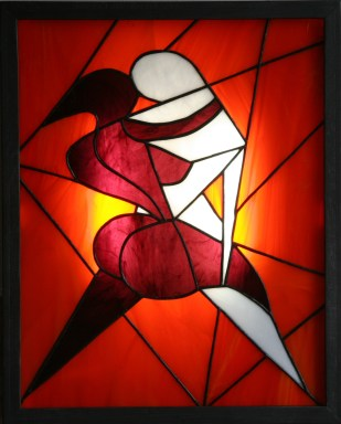 """EXCLUSIF !!!! Découvrez les tableaux lumineux, objets d'art et de décoration, pour faire de la lumière un élément esthétique autant qu'un mode d'éclairage. Ce modèle, appelé """"Broken"""", est constitué de verres opalescents montés en vitrail Tiffany de différentes couleurs (fond violet foncé, visage orange vif et vert anis) dans une structure cadre acier patiné noir et volontairement vieilli. Le rétro-éclairage à Leds inséré dans la structure acier assure un éclairage d'ambiance extrèmement doux. Accroché à votre mur à la manière d'un tableau à l'aide de ses crochets de suspension, """"Broken"""" peut aussi être posé sur un meuble, contre un mur ou encore sur un chevalet (non fourni). Dans tous les cas, il vous assurera une ambiance lumineuse et ne passera pas inaperçu, qu'il soit allumé..... ou éteint.... Largeur 52 cm Hauteur 64 cm Epaisseur 2,5 cm Poids 8 kg"""