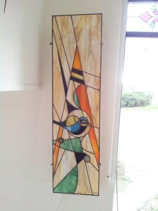 """Paires d'appliques 95*25 cm """"les Oiseaux"""". Montage Tiffany de verres opalescents de couleurs vives avec incrustation de galets"""