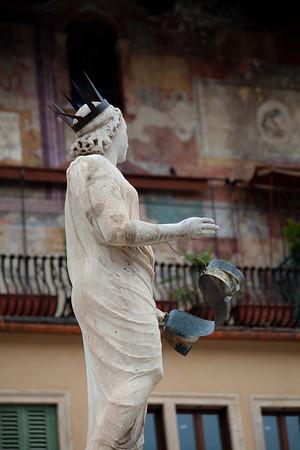 Italian statue Statue in Verona's Piazza delle Erbe ©2010 Nick Katin