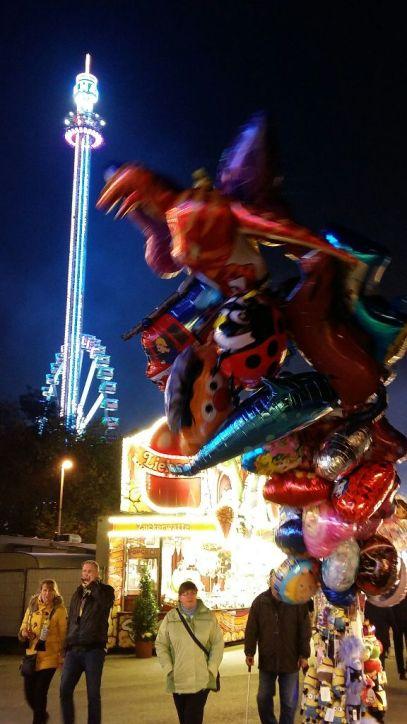 Luftballons, Riesenrad und Fallturm