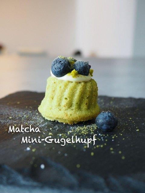 Mini-Gugelhupf mit Matcha, Mascarpone und Blaubeeren