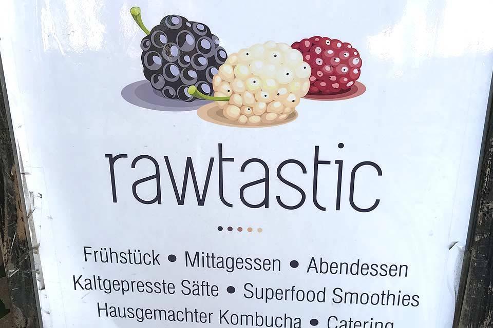 """Auf kulinarischer Tour durch den Prenzlauer Berg mit eat the World und Stopp in Berlins einzigem Roh-Veganes-Restaurant """"Rawtastic"""" in der Danziger Straße."""