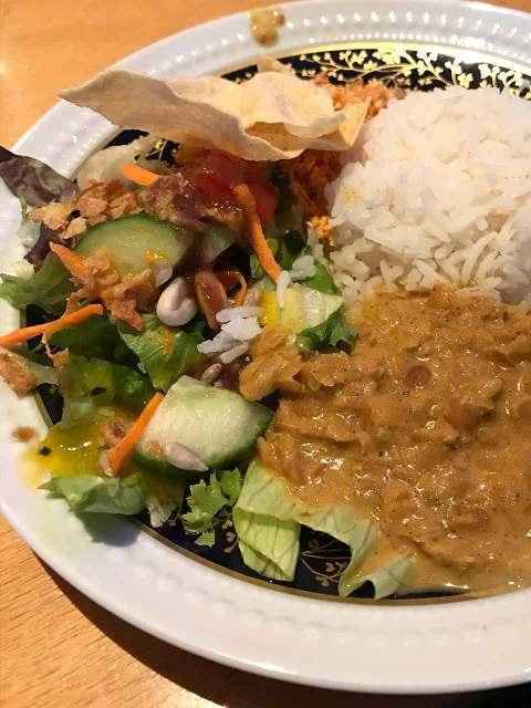 Auf kulinarischer Tour durch den Prenzlauer Berg. Vorletzter Stopp im Suriya Kanthi, einem Südindischen Restaurant. Heiß und Spicy: das scharfe Linsengericht mit Kokos.