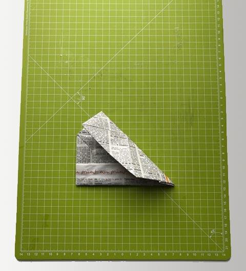 Diagonal falten um einen Falz zu erzeugen.