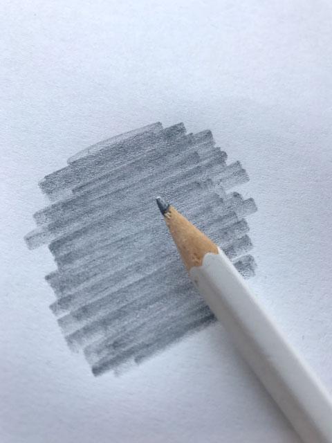 Zum Durchpausen der Form, kannst du die Rückseite des Motivs mit Bleistift schraffieren und dann von der anderen Seite durchpausen.