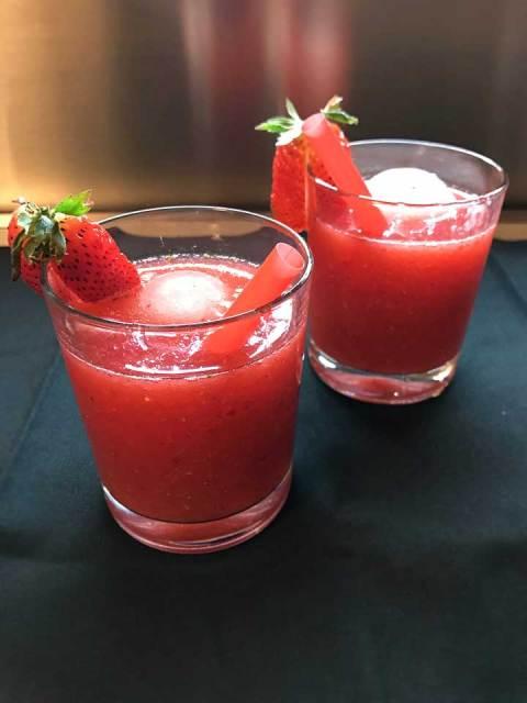 Fruchtig frische Yuzu-Erdbeer-Daiquiri