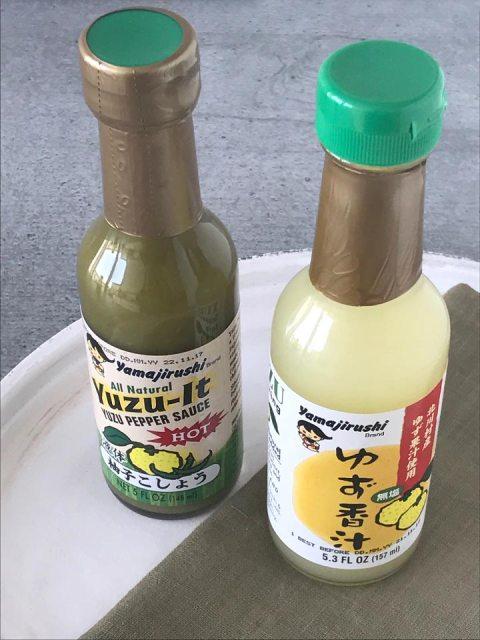 Yuzusaft und Yuzu Pepper Saucen werden zum würzen von Süßspeisen und herzhaften Gerichten verwendet.